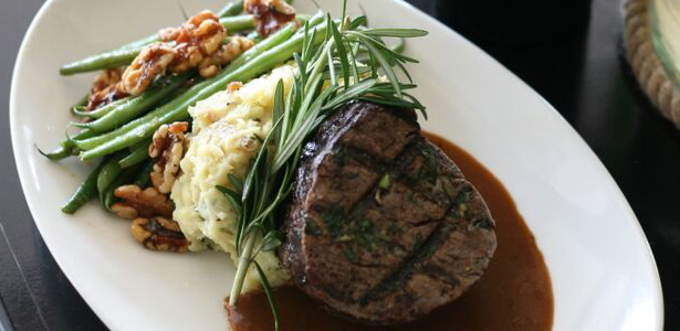 Image of the Creekstone filet with mashed potatoes